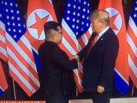 """Trump:  """"Neden hortumları atom bombasıyla durdurmuyoruz?"""""""