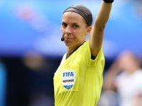 Stephanie Frappart: Liverpool-Chelsea Süper Kupa finalini yöneterek tarihe geçecek kadın hakem