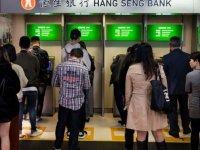 Hong Kong'da protestolar: Çin'i protesto eden eylemciler ATM ve bankalardan paralarını çekiyor