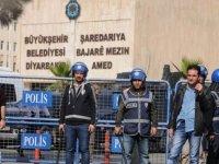 İstanbul, İzmir, Diyarbakır, Adana, Bursa, Antep'in de dahil olduğu 27 baro, Diyarbakır, Van ve Mardin'e kayyum atanmasına tepki gösteren ortak bir açıklama yaptı.