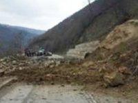 Alevkayası - Esentepe Anayolu'nda toprak kayması