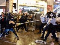 Hong Kong polisi ilk kez silah ve TOMA kullandı