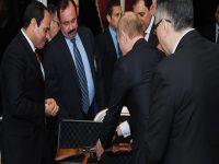 Cumhurbaşkanı'na Kalaşnikof hediye etti
