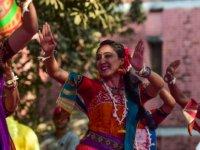 Bangladeş, evlilik belgelerindeki 'bakire' seçeneğini kaldırıyor