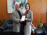 Bozkurt yeni kitabını Meclis Başkanı Siber'e sundu