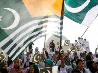 Pakistanlı Bakanı konuşma yaparken elektrik çarptı (Video)