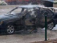 Park halindeki araç alev aldı (video)