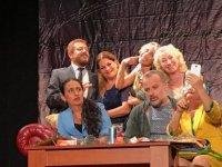 """Gibetsu, """"İkinci Caddenin Mahkumu"""" oyununu İstanbul Maltepe'de sahneye koydu... İki ödül kazanıldı"""