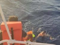 İskele açıklarında gezi teknesi alabora oldu...