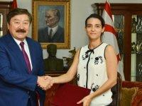 """Girne Üniversitesi ile TÜRKSOY arasında """"İşbirliği Protokolü"""" imzalandı"""