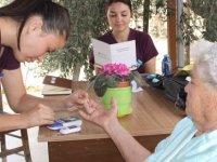 İskele'de bine yakın vatandaşa evde sağlık hizmeti veriliyor