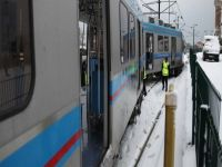 Kar nedeniyle tramvay raydan çıktı