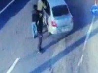 Otomobilde kaçak sigaralarla yakalanan iki kişi polis çıktı