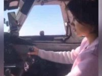 Rus pilot sevgilisini kokpite oturtup uçağın kontrolünü bıraktı
