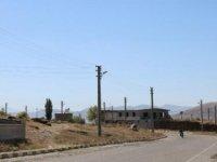 'Direkli köy': 945 nüfuslu köyde 1100 elektrik direği var