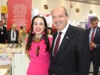 Başbakan Tatar'dan yazar kızına destek