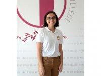 YDK öğrencisi Ayten Çamur, IGCSE sinavlarinda matematik dalinda Dünya Birincisi, biyoloji ve kimyada ise Avrupa Birincisi oldu