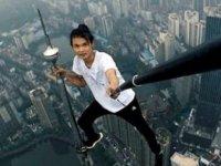 Fransız turist selfie çekerken 80 metreden düşerek hayatını kaybetti