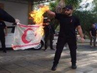 Faşist ELAM'dan yine provakasyon! Bu kez bayrak yaktılar!