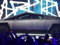 Tesla Cybertruck: Elon Musk, 'cam skandalına' rağmen araç için 200 bin sipariş aldığını açıkladı
