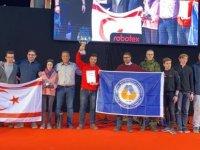 "DAÜ IEEE Robot Takimi ""Robotex International"" Yarişmasi'nda şampiyon oldu"