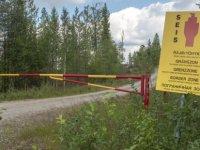 İnsan kaçakçısı göçmenleri kandırmak için sahte Rusya - Finlandiya sınır kapısı kurdu