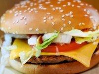 McDonald's sözcüsü vejetaryen hamburgerlerinin vejetaryen olmadığını açıkladı