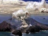 Yeni Zelanda'da yanardağ patlaması: En az beş kişi öldü