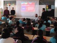 """DAÜ Halkla İlişkiler ve Reklamcılık Bölümü öğrencilerinden """"Çocuklar Hak'lı"""" konulu seminer"""