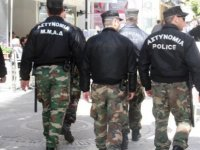 #CORONA Güney Kıbrıs'ta asker kışladan çıktı