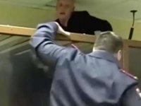 Rusya'da mahkeme salonundan firar girişimi: Kurşun geçirmez cam kafesten kaçmaya çalıştı (Video)