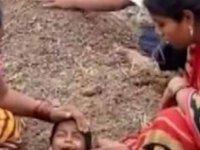 Hindistan'da engelli çocukları toprağa gömüp iyileşmelerini beklediler