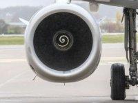 Çin'de uçağın motoruna uğur için bozuk para atan yolcuya 17 bin 200 dolar para cezası