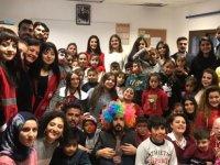 LAÜ öğrencilerinden Lefkoşa Çocuk Esirgeme Kurumu'na ziyaret