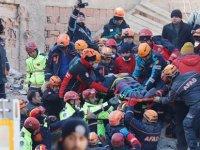 Saatler geçiyor, gözler Elazığ merkezde çöken binada: İnsan sesleri geliyor, arama kurtarma faaliyetleri yoğunlaştı