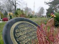 Hollanda'da Müslümanlar mezarlık yapmak için bağış topluyor