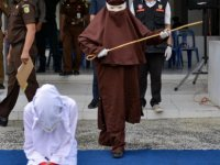 Endonezya'da kadın kırbaç ekibi kuruldu: Merhamet yok