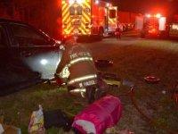 Lastik değiştirirken elleri çamurluğa sıkışan sürücü, 911'i ayak parmaklarıyla arayarak kurtuldu