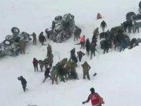 Van'da çığ altında kalanları arayan ekibin üzerine çığ düştü: 33 ölü