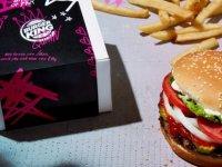 O ülkede Burger King şubelerinde eski sevgilisinin fotoğrafını getirene hamburger bedava: Kalbinizi kırmıştı şimdi karnınızı doyuracak