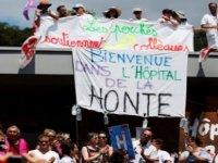 Fransa'da Hastane Çalışanları Çalışma Koşullarını Protesto Etti