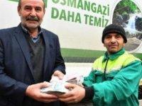 Temizlik işçisi çöpte bulduğu 110 bin lira ve 1500 doları sahibine teslim etti