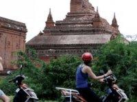 Tapınak önünde çekilen porno Myanmar'ı ayağa kaldırdı
