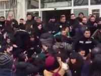 İstanbul Üniversitesinde İntihar eden arkadaşlarını anmak istediler, polis müdahale etti