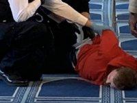 Londra'da Bir Kişi, Camide Namaz Kılan Din Görevlisini Bıçakladı