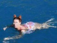 Antalya'da Rus turistlerin deniz keyfi!