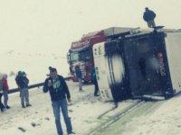 Bursaspor taraftarını taşıyan otobüs Erzurum'da devrildi