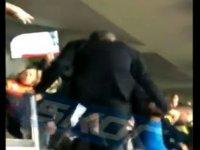 Ali Koç kendisine edilen küfürlere dayanamadı tribüne atladı (video)