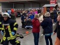 Almanya'da araç karnaval alayına daldı, çok sayıda yaralı var