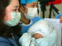 Koronavirüs taşıyan bebek 350 saatlik savaşı kazandı